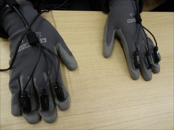 振動装置の付いた手袋