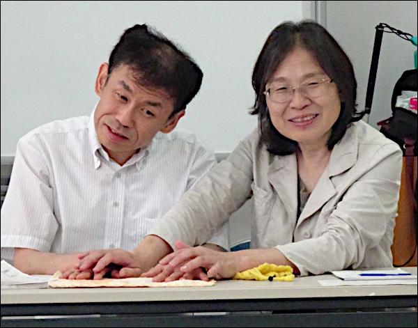 講師の藤鹿さんと通訳者
