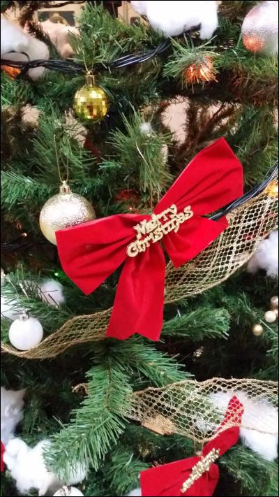 クリスマスツリーの飾り付け