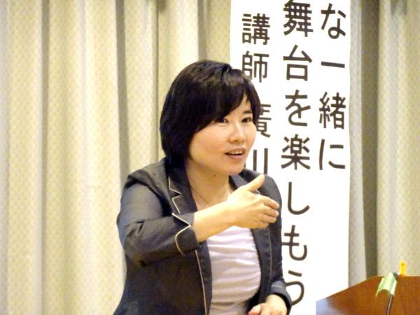 講演する廣川さん